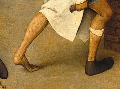 Единият крак обут, другият — бос. Равновесието е от първостепенно значение.